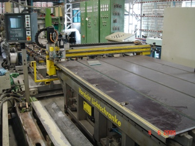 Shape cutting line, 2200 x 1250 mm
